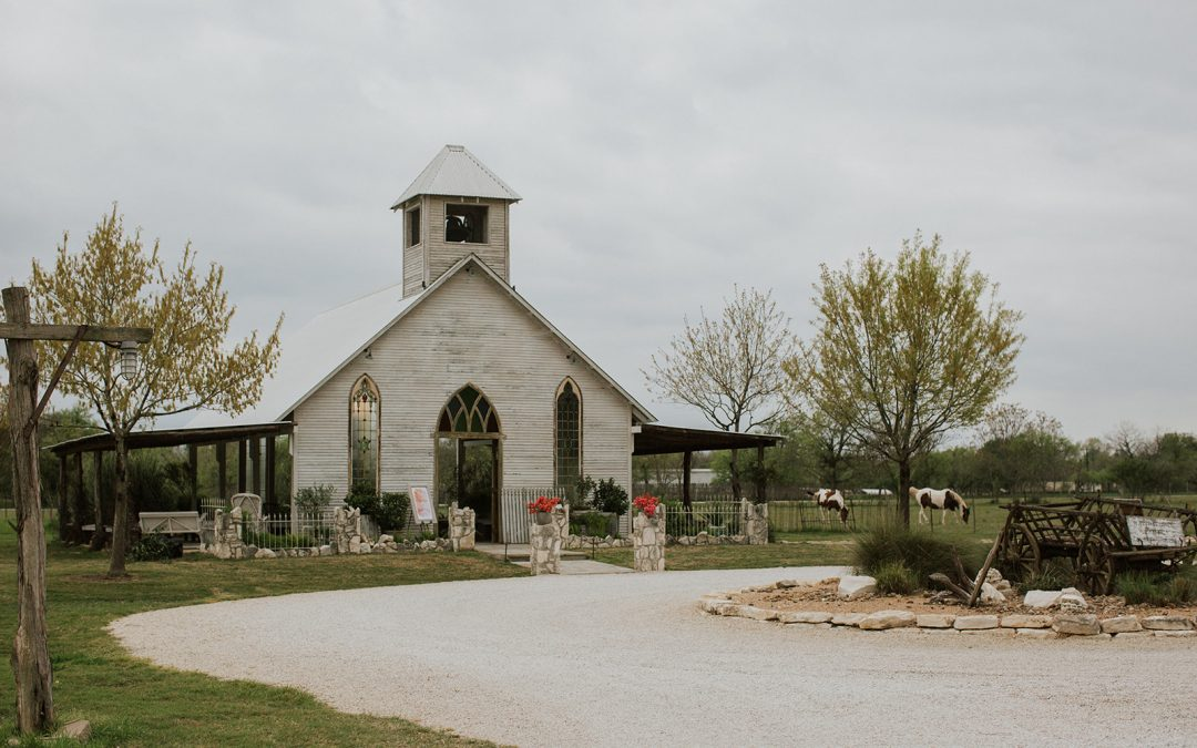 Your Tech Savy Wedding – Leveraging Technology For Your Wedding Day by Gruene Estate